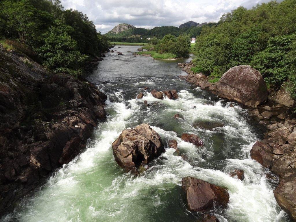 courant sourcier ruisseau rivière
