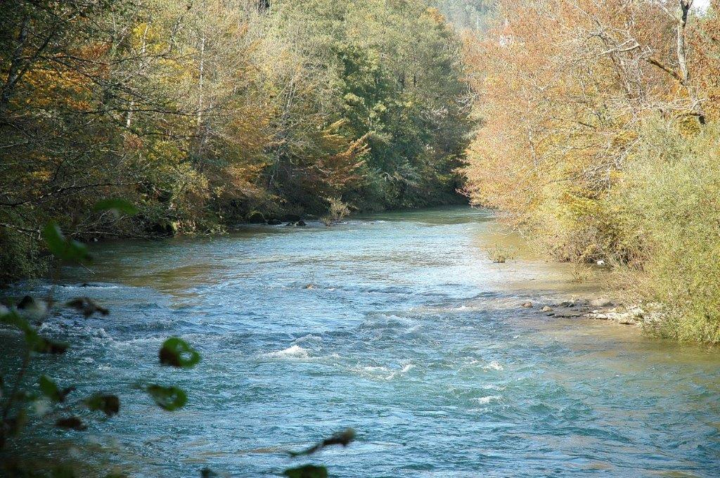 courant sourcier ruisseau rivière Croatie